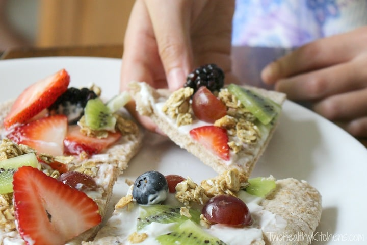 "No-Bake Fruit ""Pizzas"" Recipe {www.TwoHealthyKitchens.com}"