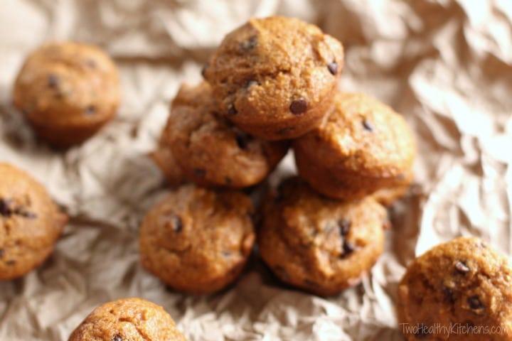 Mini Healthy Pumpkin-Chocolate Chip Muffins