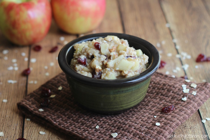 10-Minute Apple Pie Oatmeal Recipe {www.TwoHealthyKitchens.com}