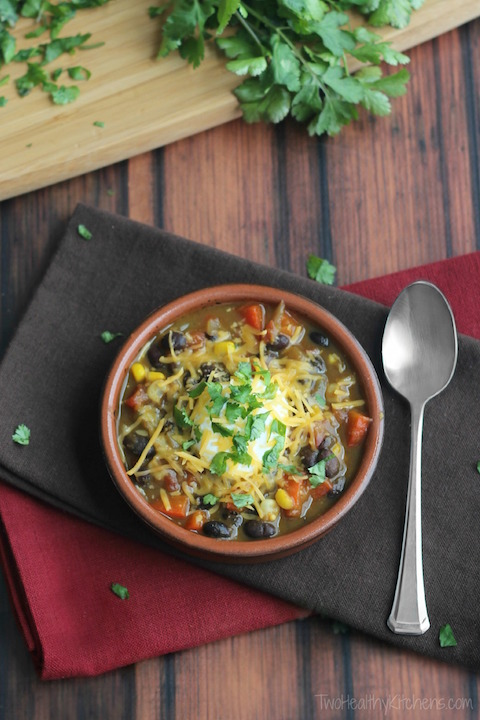 Quick Stovetop Vegetarian Chili with Red Peppers, Corn and Black Beans Recipe {www.TwoHealthyKitchens.com}