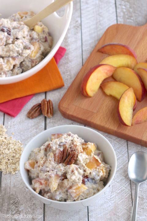 No-Cook Praline Peach Instant Oatmeal Recipe (Overnight Oats Option, Too!) {www.TwoHealthyKitchens.com}