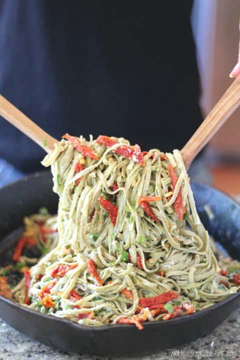 Spinach Spaghetti with Sun-Dried Tomatoes Recipe {www.TwoHealthyKitchens.com}