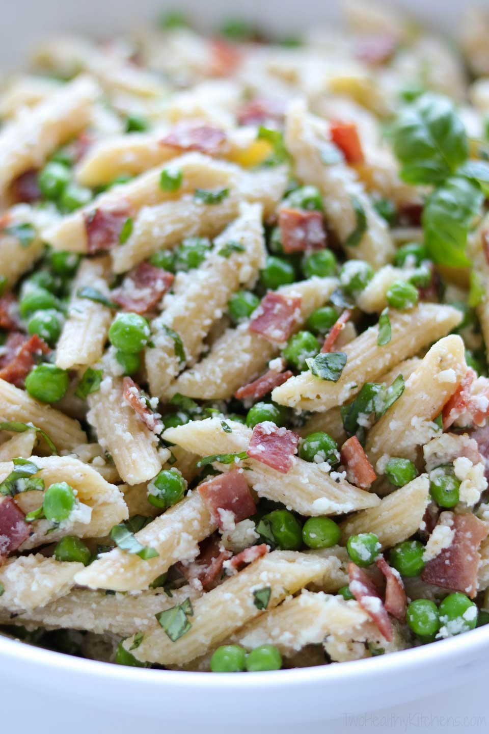 There are lots of great textures here, too – from toothsome al dente pasta to crispy bacon!
