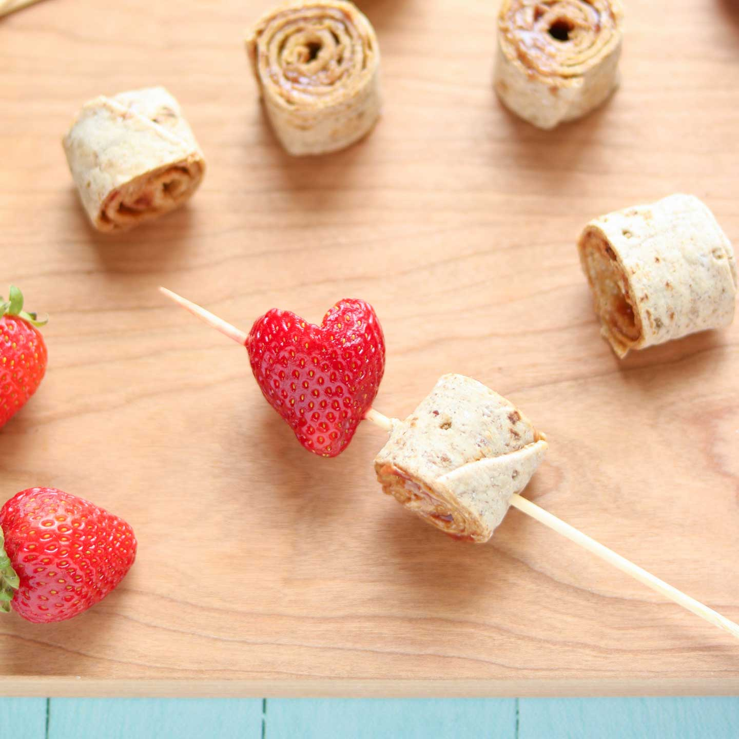 These pinwheels sandwich kabobs are sure to become a lunchtime fave!