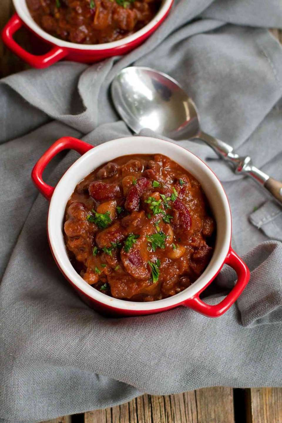 What could be simpler or more comforting on a chilly evening? Instant Pot Vegetarian Chili from Dara at Cookin' Canuck + 16 more comforting, easy chili recipes for your electric pressure cooker!