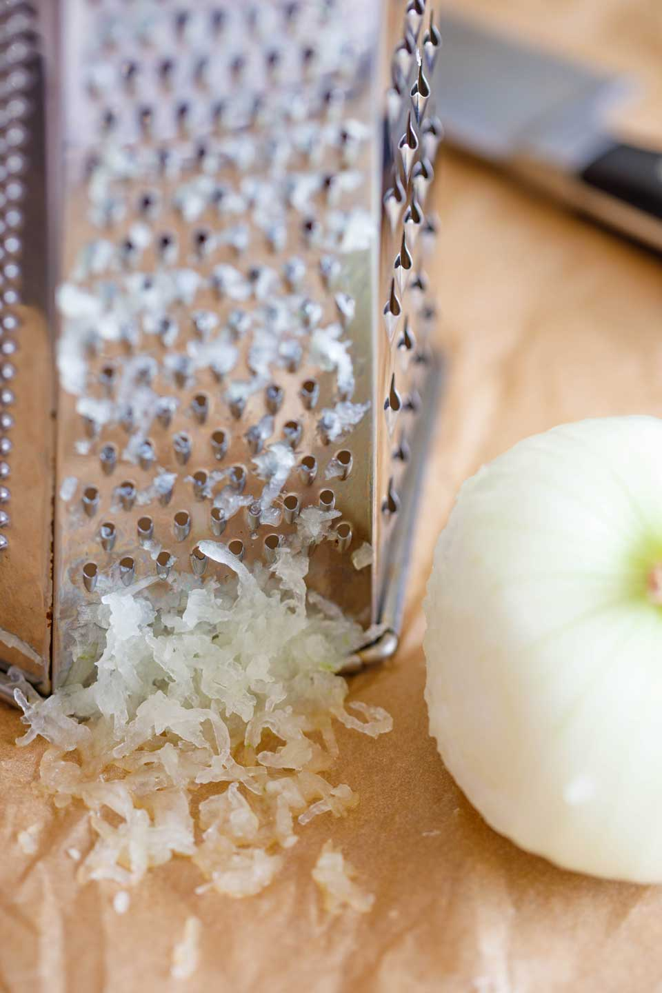 Box grater with onion